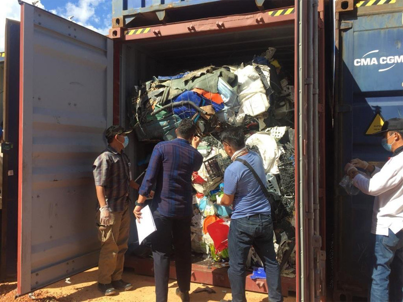 49 Shipping Containers To Be Returned To The US, Australia And Europe From Indonesia